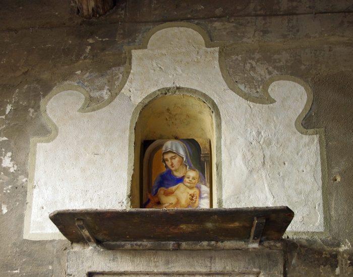 La Vergine Con Bambino Nel Vicolo Della Gendarmeria A Nuova Vita – Di Andrea Meini