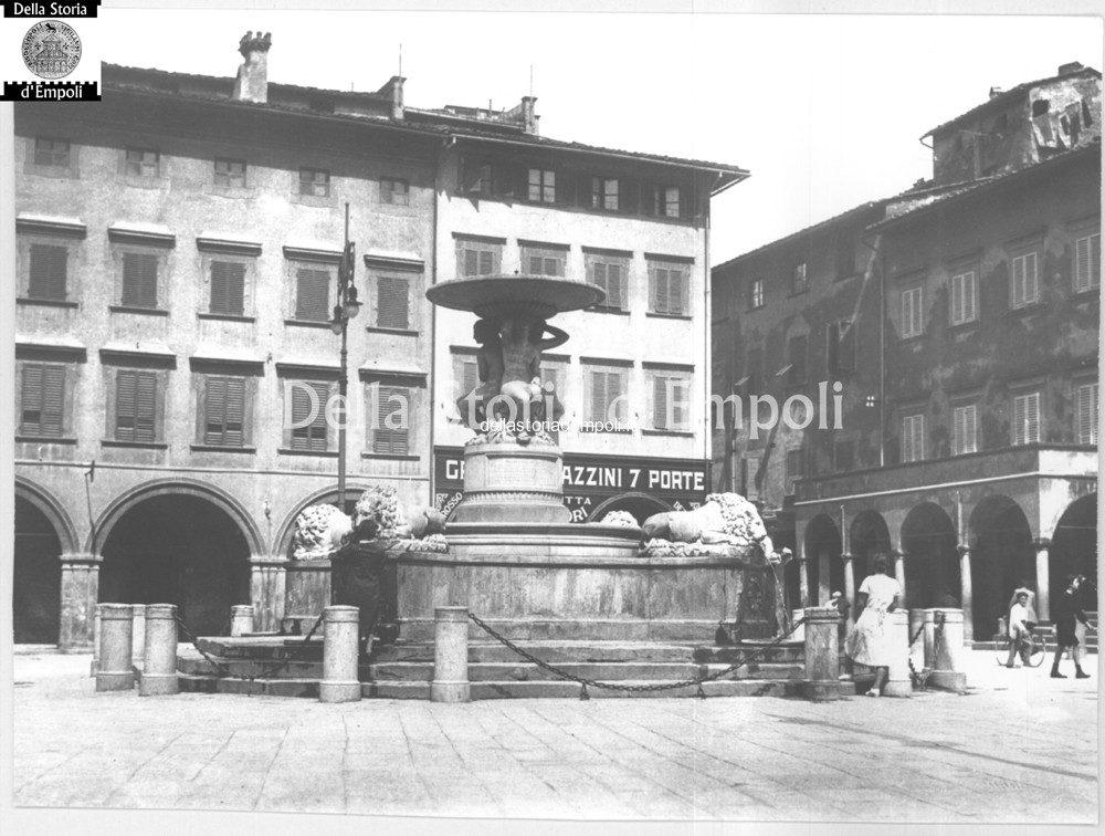 Piazza De Leoni E Fontana