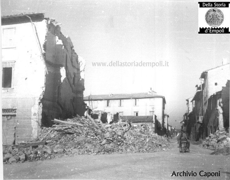 Distruzione Bellica Ad Empoli: L'angolo Di Piazza Della Vittoria All'Incrocio Tra Le Vie Carrucci E Montanara