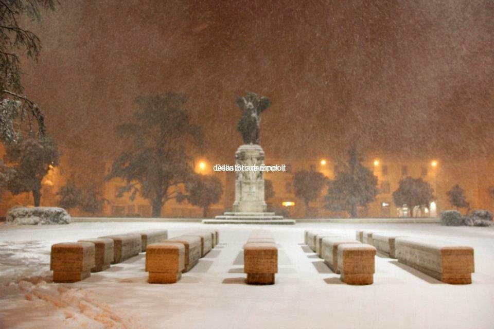 Piazza Vittoria Neve 01 02 2012 1
