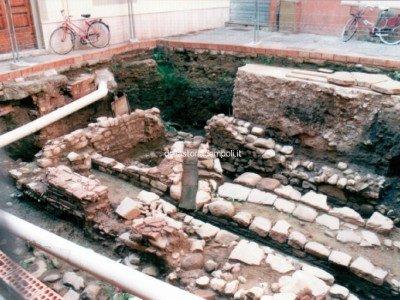 Carlo Pagliai: Gli Scavi In Piazza Della Propositura, Anno 1999.