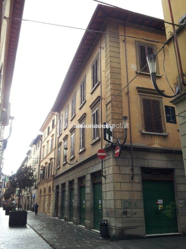 Novità Al Canto Della Ex Farmacia Castellani – Di Carlo Pagliai