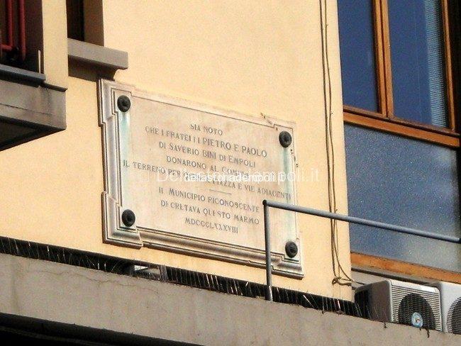 La Generosità Dei Fratelli Bini Immortalata In Una Lapide Sulla Piazza Della Stazione D'Empoli – Di Paolo Santini