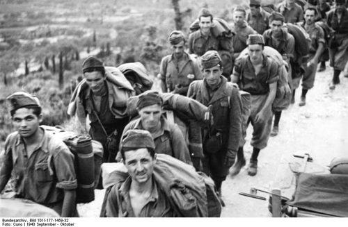 Http://commons.wikimedia.org/wiki/File:Bundesarchiv_Bild_101I-177-1459-32,_Korfu,_italienische_Soldaten.jpg