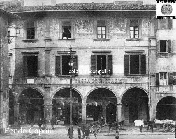 Palazzo Ghibellino, incisione in cui son leggibili gli affreschi in facciata; risulta invece già rimossa la ex torre Del Papa sulla sommità.