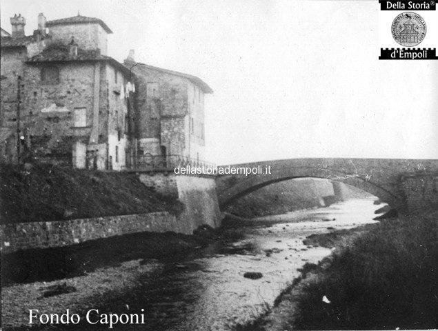 il vecchio ponte sul torrente Orme all'altezza dell'omonima frazione e di collegamento dell'attuale strada Statale 67, prima della sua distruzione bellica.