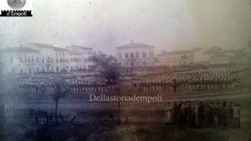 Parata militare in Piazza Matteotti, primi del Novecento