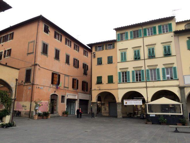 empoli-piazza-dei-leoni-palazzo-pretorio-e-canto-pretorio-04-04-2015
