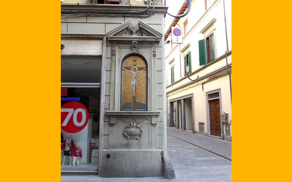 Il Tabernacolo Del Crocifisso Tra Via Del Papa E Ridolfi