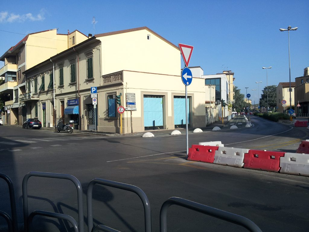 Empoli – Via Battifolle Incrocio Via Salvagnoli Con Pista Ciclabile Ovovia 26 08 2013 (2)