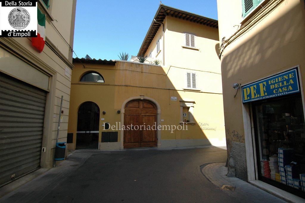 Al Centro: Palazzo Vannucci Zauli Visto Da Via Del Papa All'incrocio Con Via Della Noce