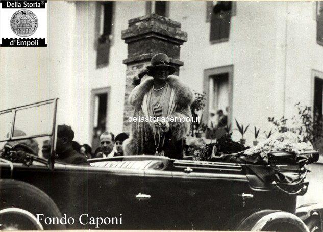 La principessa Savoia in visita all'orfanotrofio via Puccini