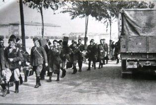 Foto n. 2  - Militari italiani sbandati