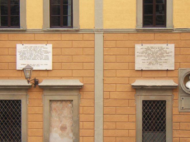 Le due lapidi della discordia Foto di Francesco Fiumalbi