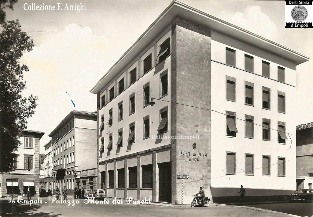 Palazzo Del Monte Dei Paschi In Piazza Della Vittoria