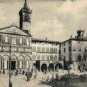 Piazza Dei Leoni Con Le Colonne Di Marmo