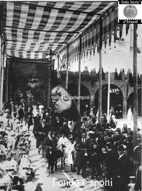 Piazza dei Leoni, processione