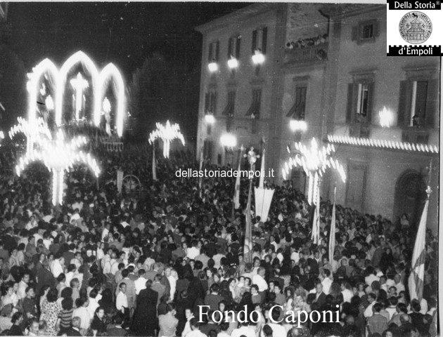 Via Roma all'incrocio con Piazza della Stazione: Processione del SS Crocifisso