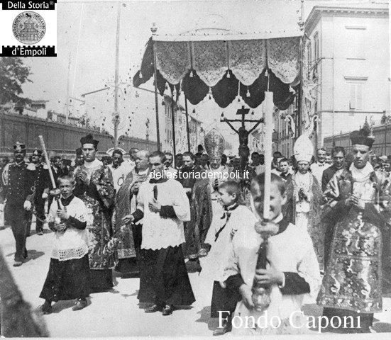 Via Roma e la processione del SS Crocifisso
