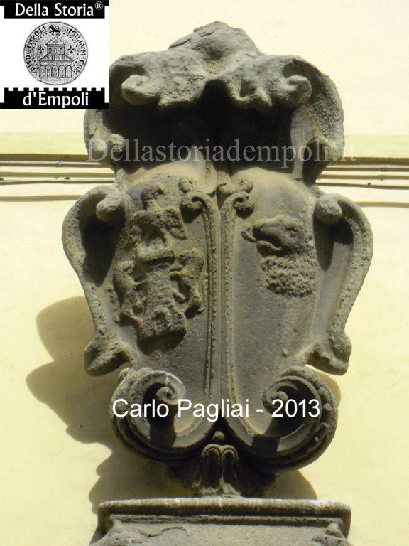 Stemma dei Ricci (parte destra) e Scarlini (parte sinistra) - Foto di C. Pagliai