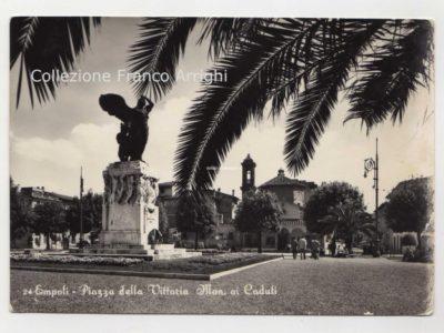 Piazza Della Vittoria, Coi Sassolini E Lampioni Liberty