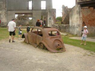 la carcassa dell'auto del dottore - Foto di C. Biscarini