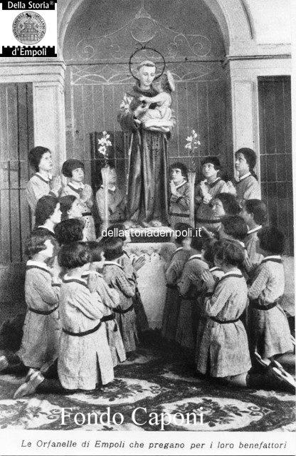 le orfanelle in preghiera
