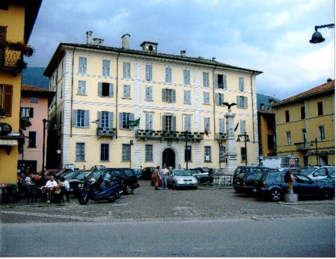 Il Municipio di Dongo - Foto di C. Biscarini