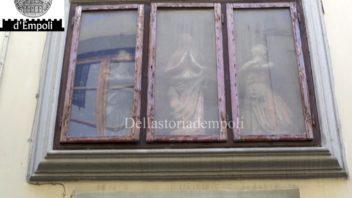 Una nicchia con Madonna tra due statuette in Via de' Neri