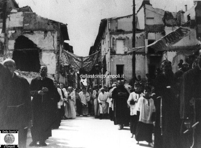 Fondo Caponi Empoli, Vol 2 Pagina 27: Processione Per La Via E Altri Comizi