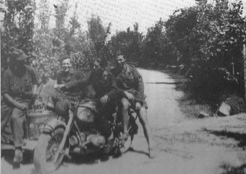 Un Gruppo Di Militari Della 26. Panzer-Division, Ripresi Nella Zona Di Empoli.