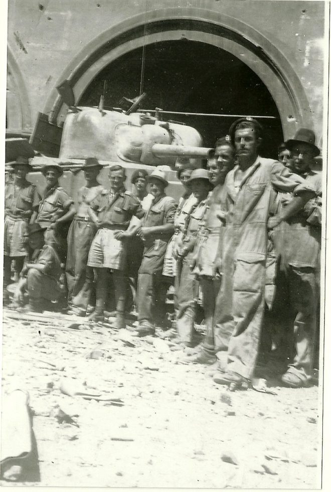 soldati neozelandesi in posa in Piazza Farinata degli Uberti